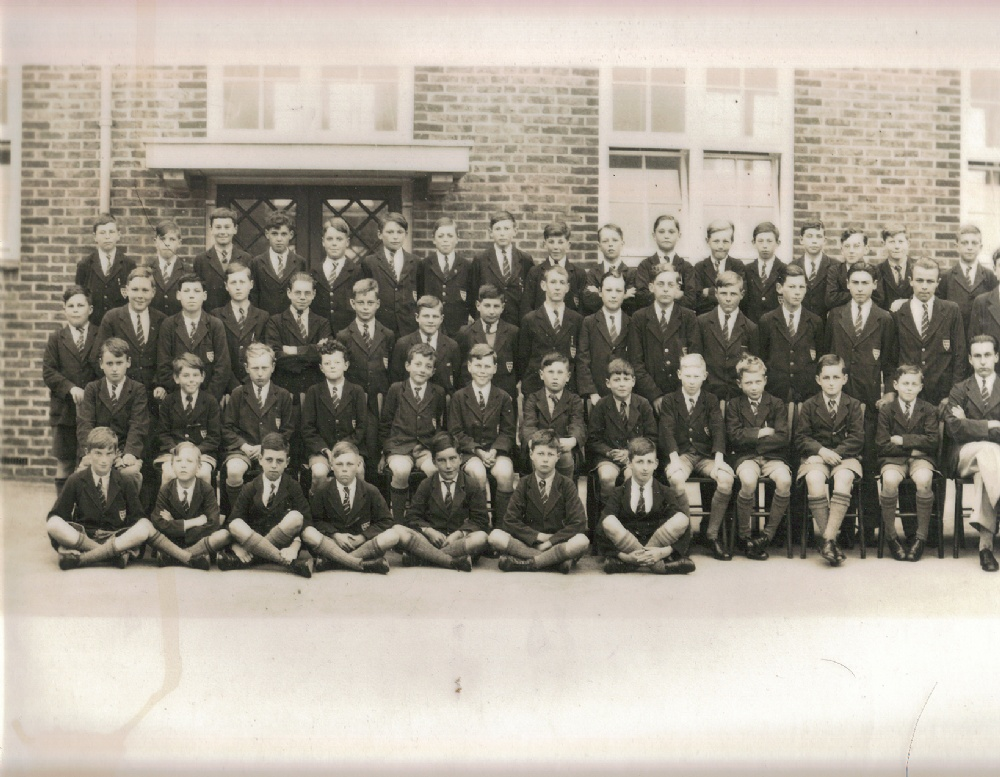 panoramic 1930 school photo far left